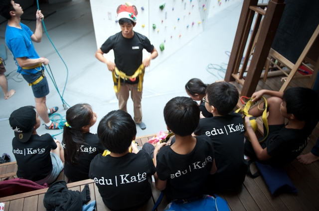 eduKate PSLE Studetns getting Instruction on safety and equipment during social team building 2014 Holistic programme. Importance of staying safe and being responsible is learnt here.
